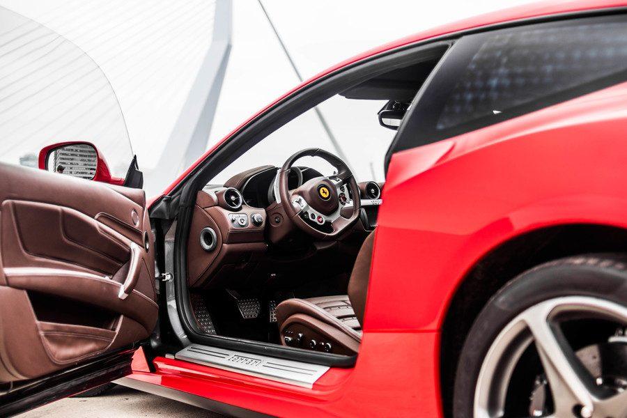 Ferrari FF inside