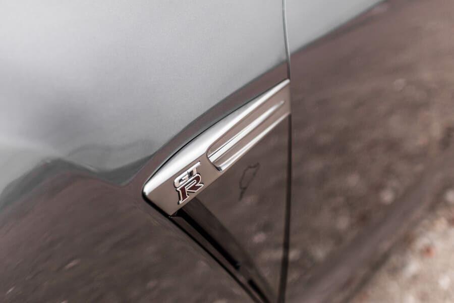 Nissan GTR side