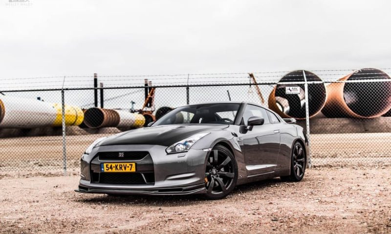 Nissan GTR front