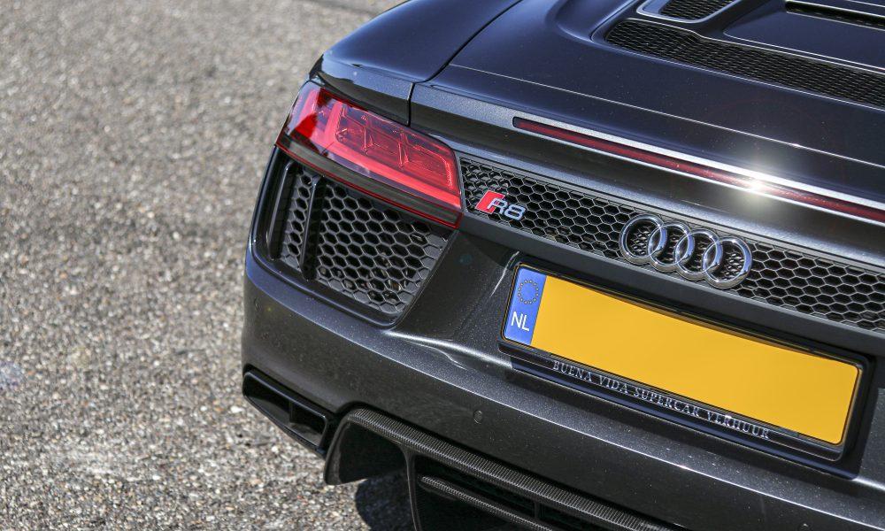 Audi R8 V10 spyder logo huren