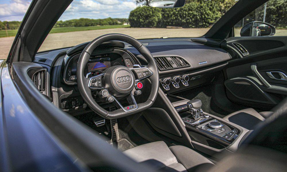Audi R8 V10 spyder interieur huren
