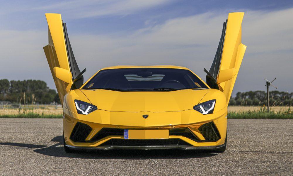 Lamborghini Aventador S front huren