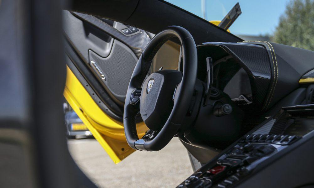Lamborghini Aventador S stuur huren