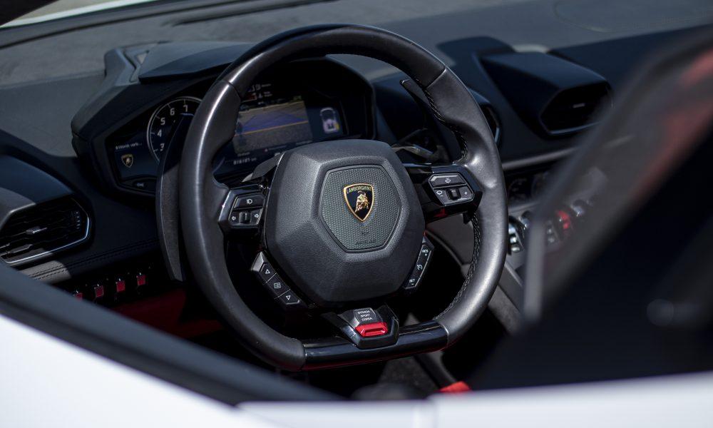 Lamborghini huracan LP610-4 spyder steer logo huren